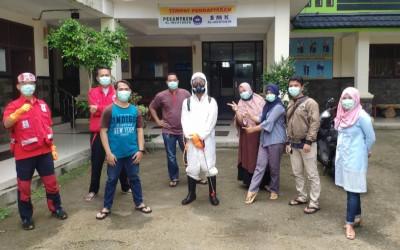 Penyemprotan Desinfektan Di Lingkungan SMK Al-Muhtadin Sebagai Upaya Turut Serta Mencegah Penyebaran Virus Covid-19